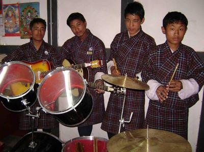 Default_music_set_with_students_2