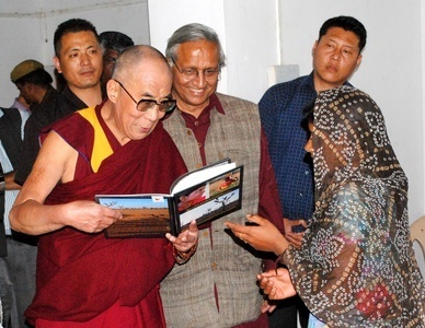 Default_dalailama-watching-anked-picbook03